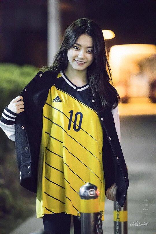 축구 유니폼 입은 소혜